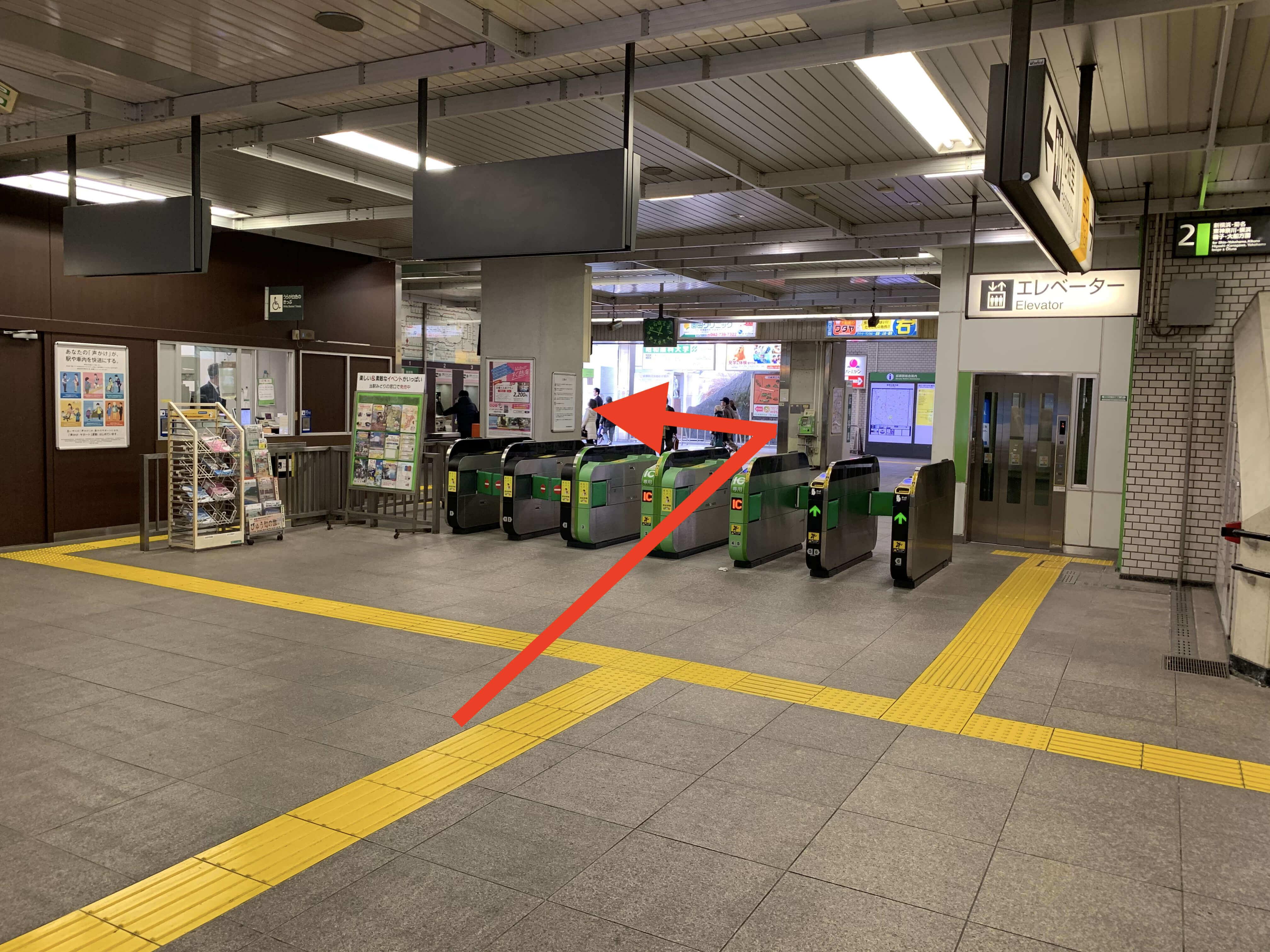 成瀬駅改札前